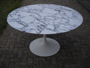 Table tulipe d'Eero Saarinen pour Knoll
