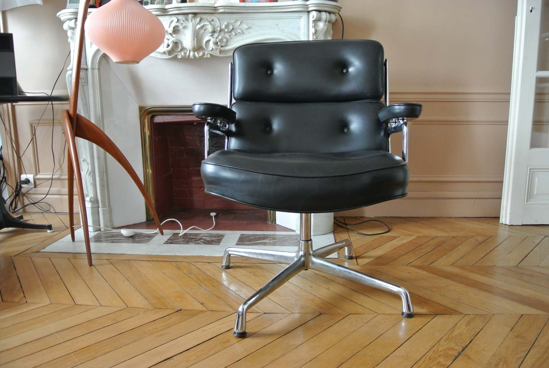 fauteuil lobby chair charles eames l 39 atelier 50. Black Bedroom Furniture Sets. Home Design Ideas