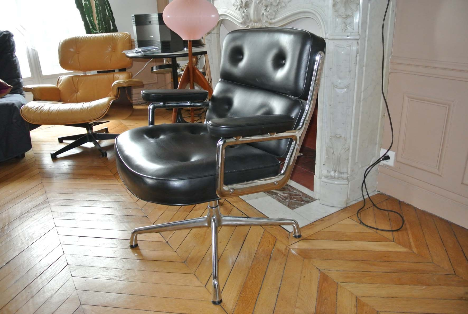 fauteuil eames lobby chair l 39 atelier 50 boutique vintage achat et vente mobilier vintage. Black Bedroom Furniture Sets. Home Design Ideas