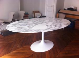 Table tulip ovale Saarinen édition Knoll International