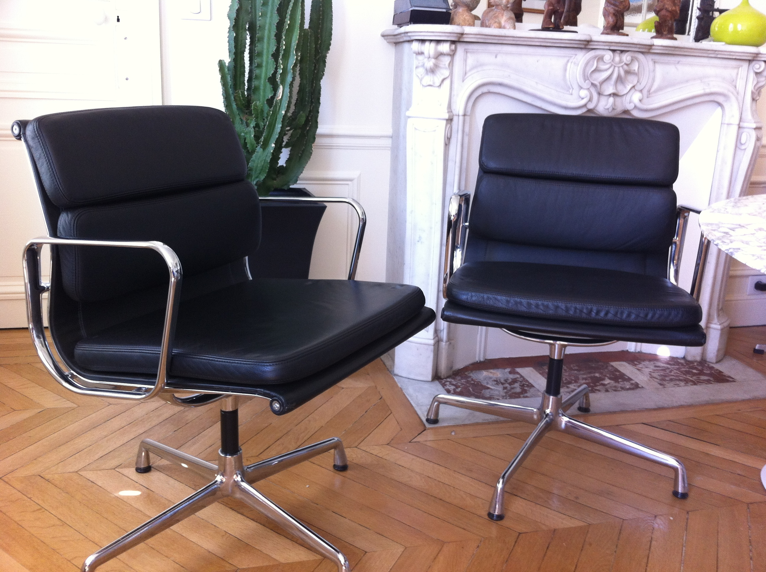 Fauteuils soft pad charles eames pour vitra l 39 atelier 50 for Achat fauteuil charles eames