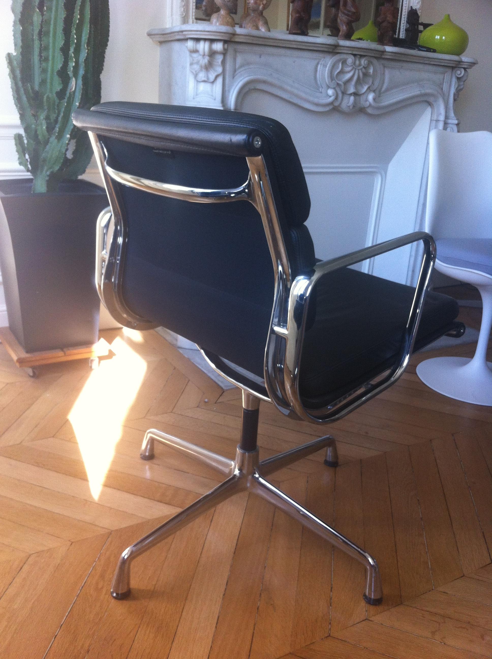 0e606c63b86 Fauteuils Soft Pad Charles Eames pour Vitra - L Atelier 50 ...