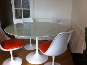 Table tulipe Saarinen Knoll international