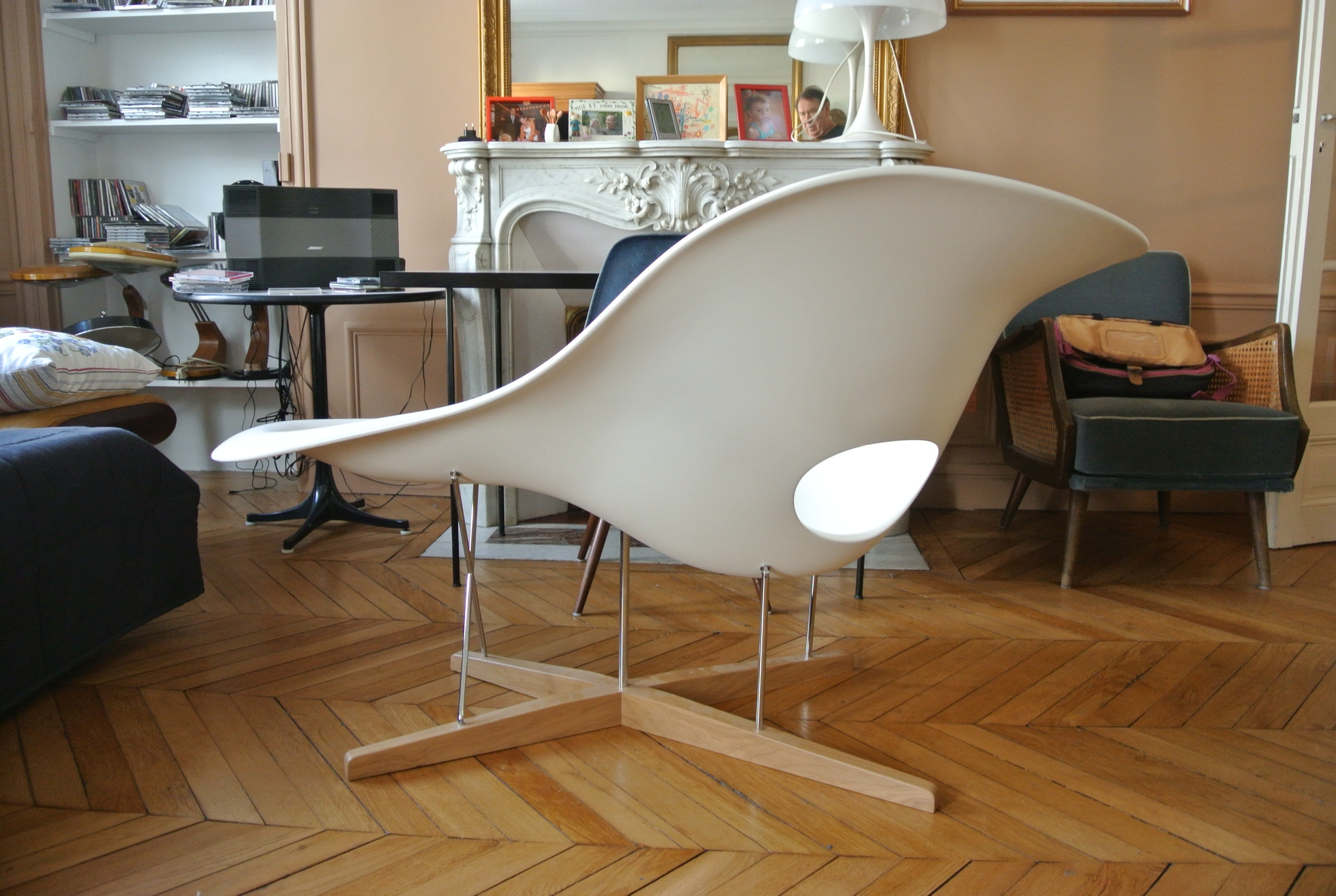 Chaise imitation charles eames excellent eames wire chair for Coussin pour chaise eames