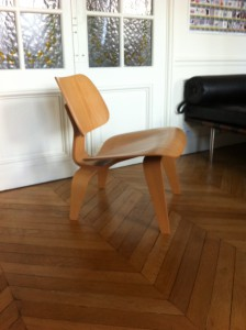 Chaise LCW Eames édition Vitra