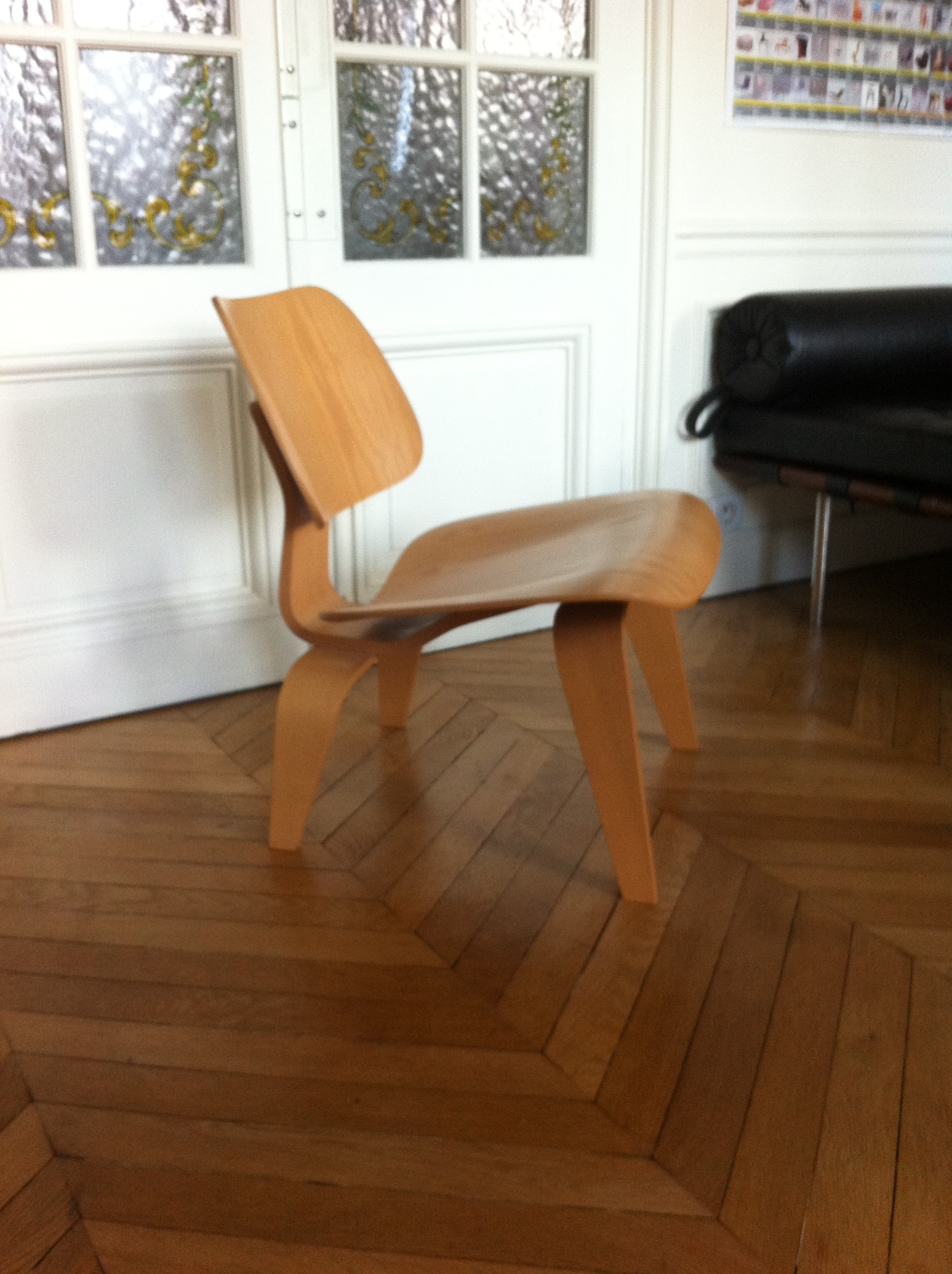 Chaise lcw eames dition vitra l 39 atelier 50 boutique for Ou acheter chaise eames