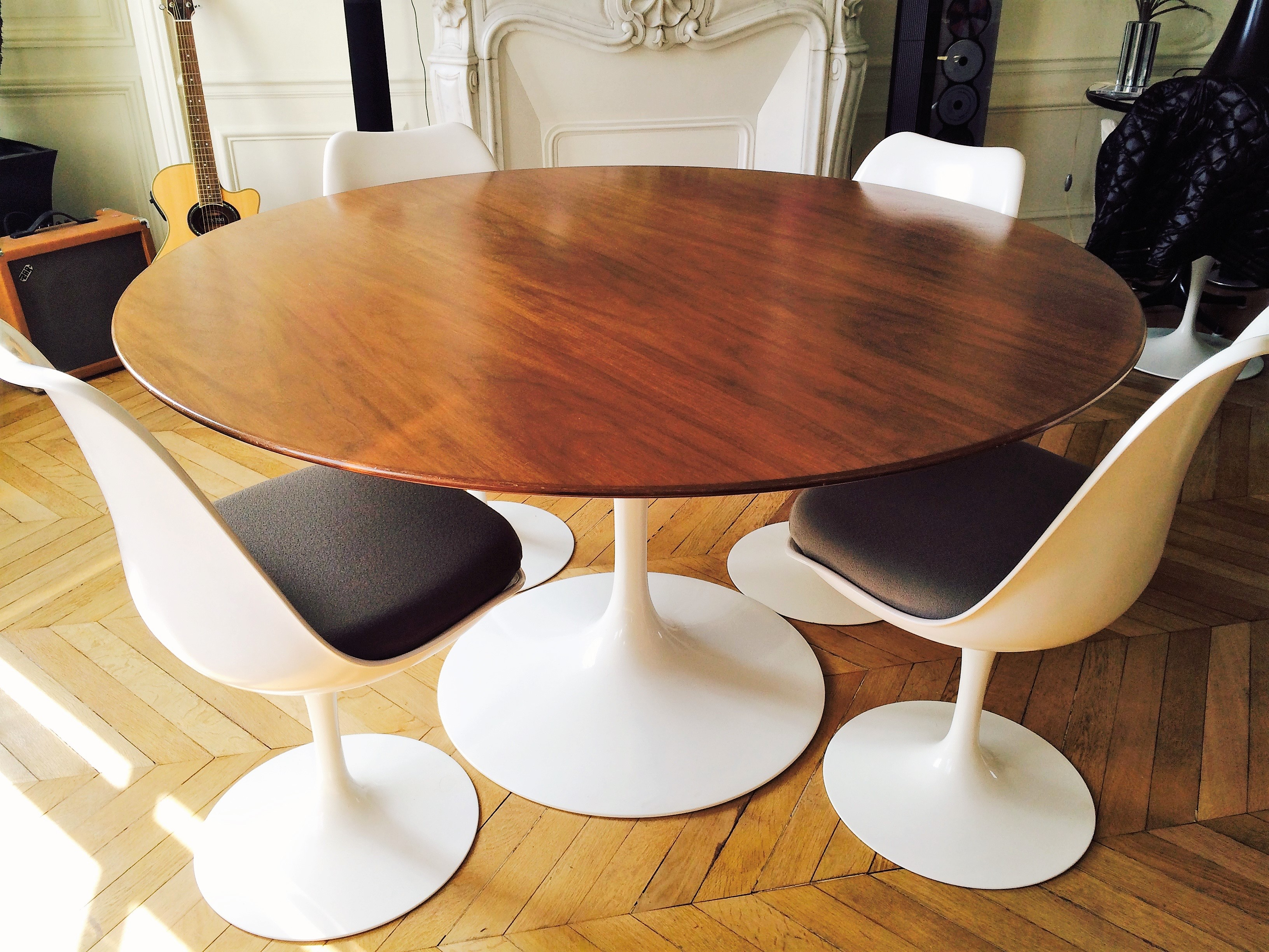 Table tulipe saarinen de knoll en noyer l 39 atelier 50 for Meuble bureau knoll