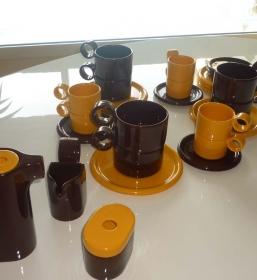 Service  à café et chocolat 15 pièces – vintage – années 70′