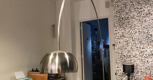 Rare lampadaire Arco marbre noir édition Flos
