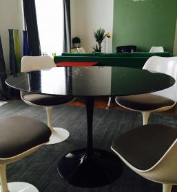 Table tulip Saarinen édition Knoll marbre noir Marquina