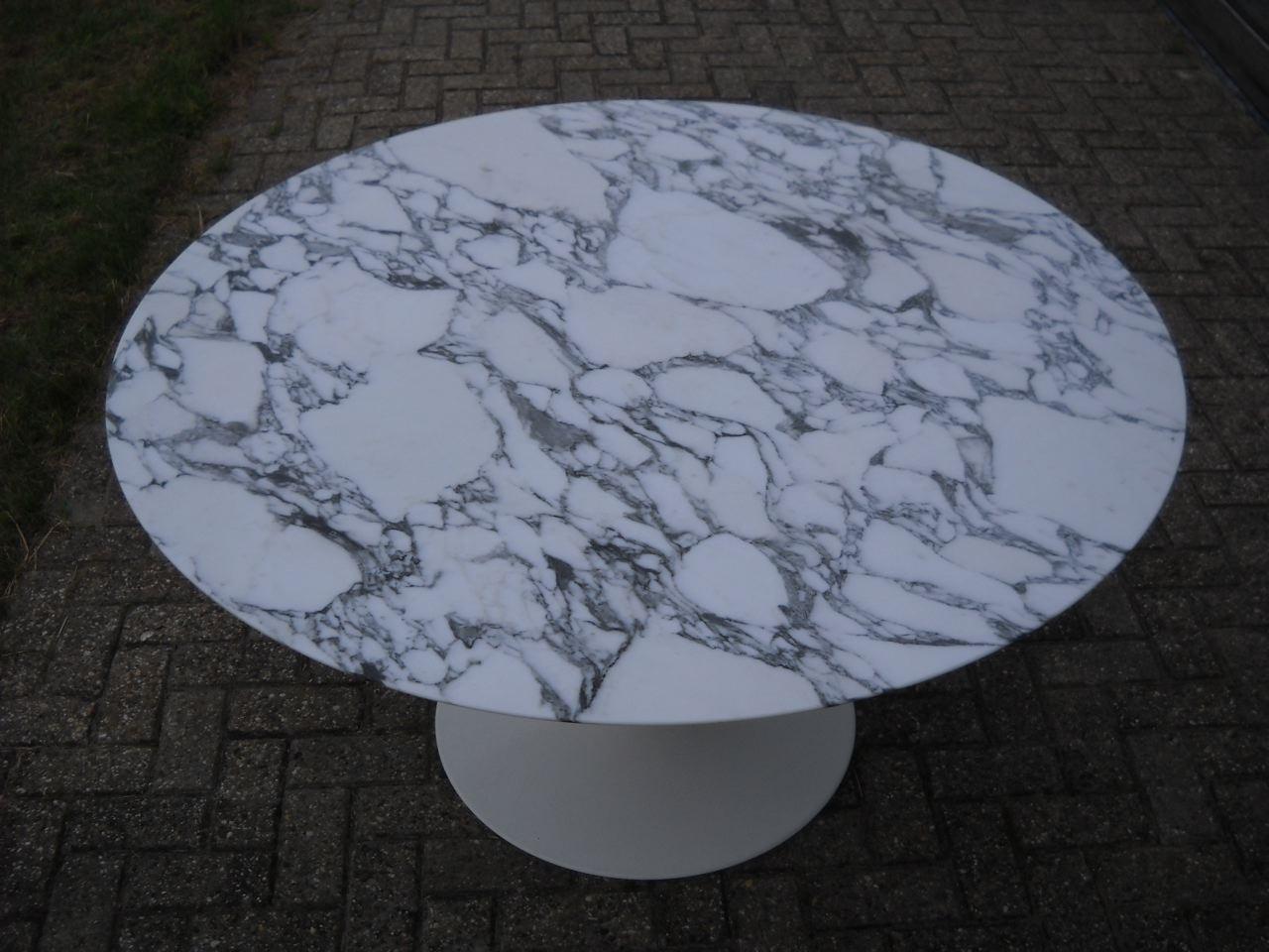 Table tulipe d'Eero Saarinen pour Knoll