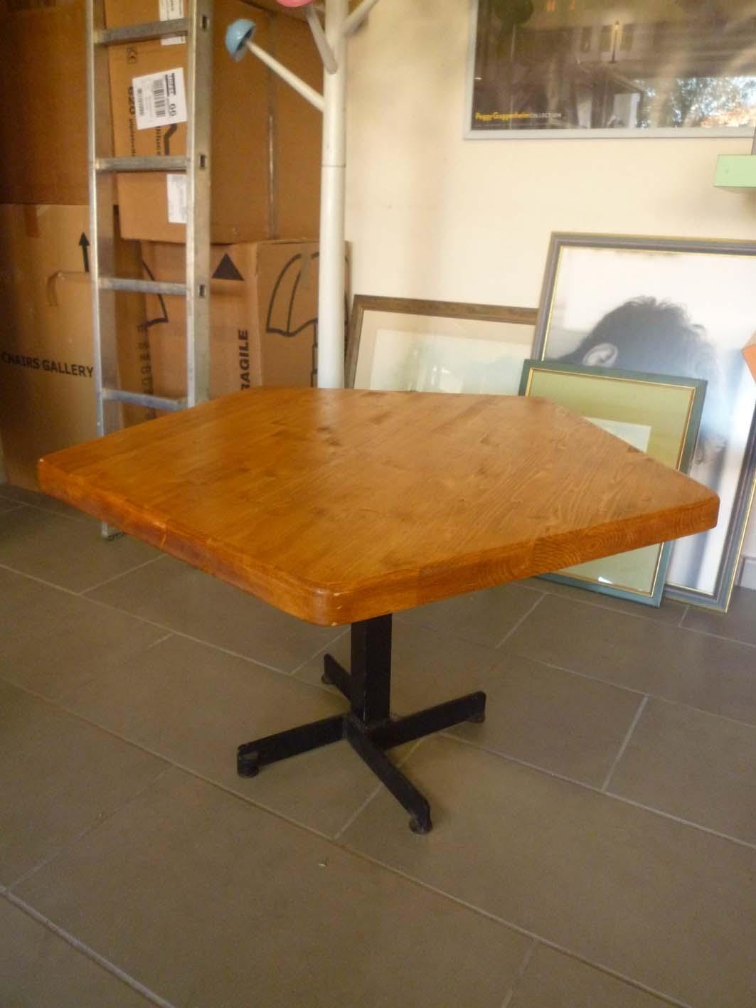 Table de salon Charlotte Perriand