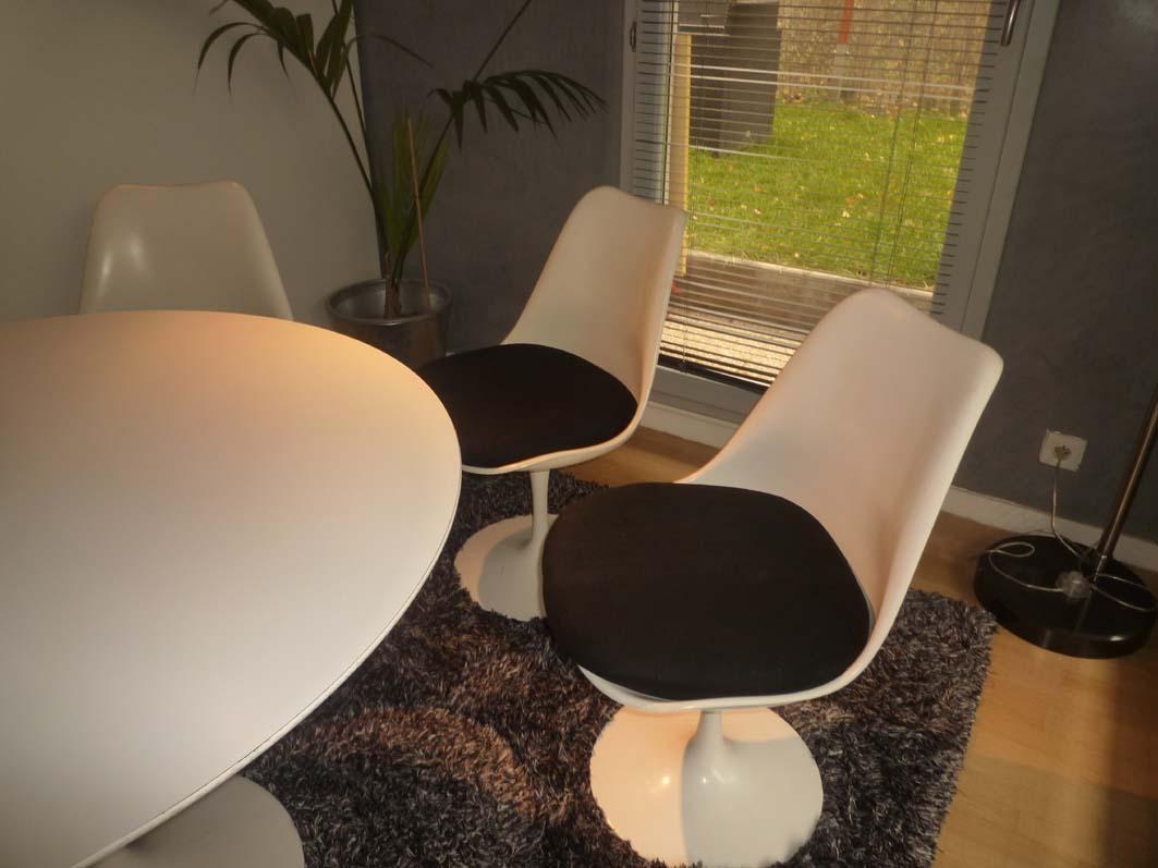 Ensemble table et chaises tulipes Saarinen