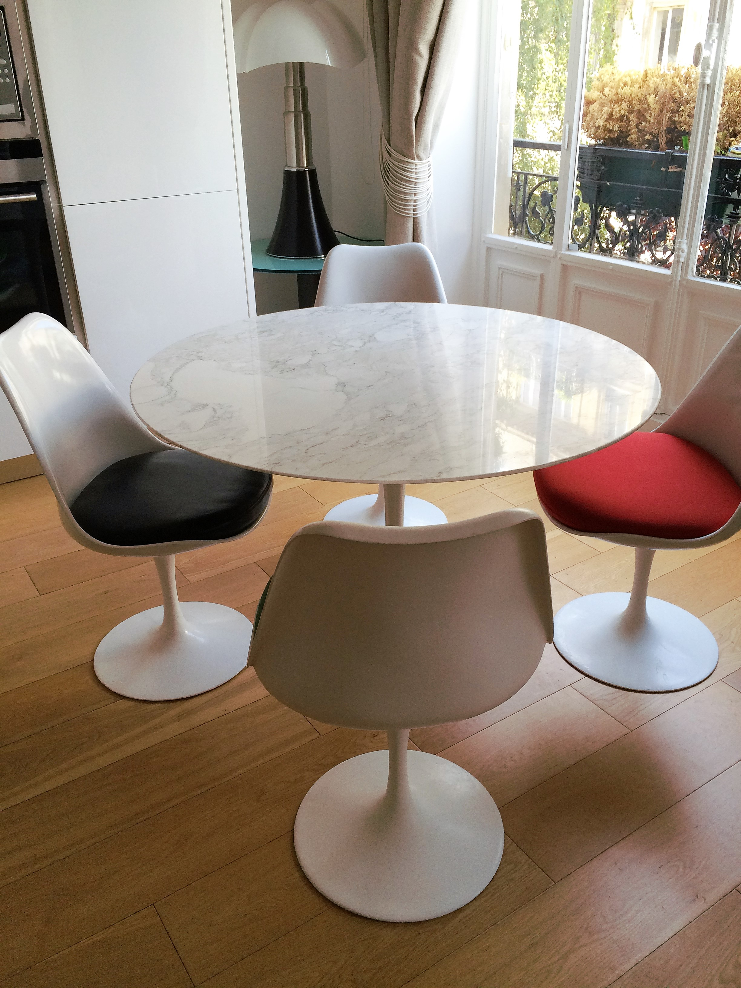 Table tulipe en marbre Saarinen édition Knoll