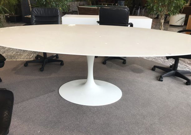 Grande table tulip ovale édition Knoll vintage